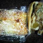 ヒトミベーカリー - ツナカレーとアップルなんとかパンを頂きました