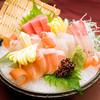 酒肴菜や 粋楽 - 料理写真:地元三河湾の取引業者から直送される鮮度抜群の地魚をメインにしたお造り盛り合わせ