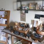 カフェ メデル - 店内ではお菓子やケーキが販売されています