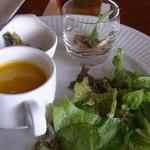 22139262 - オプションのデザートブッフェの前菜:パンプキンスープ、ルッコラとマッシュルームのサラダなど