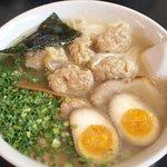 ラーメン茂木 - 雲呑麺 醤蛋トッピング