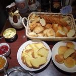 鉄板焼きeins - 手作りパンは5~6種類ありました