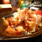 宴楽 - 熱々チーズたこ焼き480円