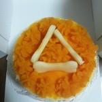 22140981 - わんちゃん用のケーキです。上の飾りはりんごとカボチャペーストです。人間もおいしく食べれました