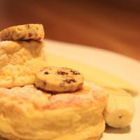 HiDE - 自家製リコッタチーズのスフレパンケーキ