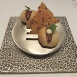 エディション・コウジ シモムラ - パルメザンチーズのチップスと、ミニバーガー