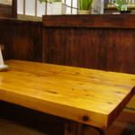 ホルモン栄楽 - テーブル席