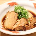 割烹 大田川 - 徳之島より仕入れた上質な島豚を使用した角煮はお客様から好評いただいている人気メニューです。柔らかく、口いっぱいに旨みが広がります◎