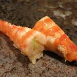 濤﨑 - 蒸し海老 尾の部分は塩。味噌のある頭は煮切り醤油というこだわり。