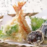 扇木 - 旬の食材を使った天ぷらも絶品です。