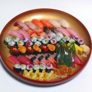 新鮮なネタを使用した本格握り寿司をお楽しみください!