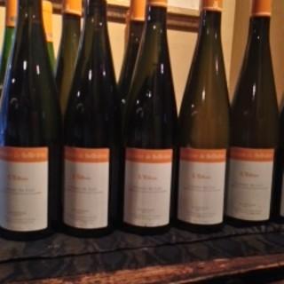ワインリスト日々更新。料理に良く合うワインを揃えました。