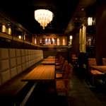 豚料理専門店 銀呈 - 和シャンデリア下の1階席だけで26名様までのPartyが可能です。