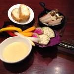ヨンパチ食堂 - バーニャカウダ、エビときのこのアヒージョ