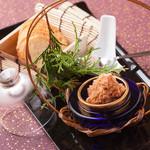 ラズリ銀座店 グリル ステーキ 産直有機野菜 ランチビュッフェ - 山梨県産信玄鶏のレバーと生ハムを滑らかなディップとしました