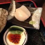 和食 貴山 - 2013年10月28日(オープン初日)の定食に付く刺身。この日は帆立