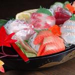 ■ 築地鮮魚! !黒舟盛り 籠太のおすすめ舟盛り刺身!