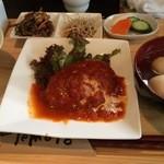 ゆるりん亭 - ランチの煮込みハンバーグ