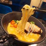 麺料理しんでぃ - 麺は混ぜ麺と同じく、バツバツと噛み切る食感が非常に良い