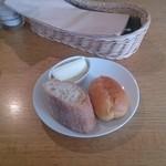 22165215 - 食べ放題のパンとカルピスの無塩バター