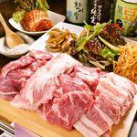 韓国料理マニト - 料理写真:一番人気の豚の塩焼き!1580円★彡野菜のお替り自由!!