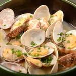 Bar AGARO - スープも美味しいアサリの酒蒸し