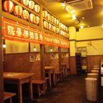 竹本商店☆つけ麺開拓舎 - 提灯があって賑やかな雰囲気!半個室のテーブル席やカウンターもあるので一人でも大人数でもオッケー!