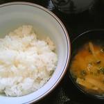 大巳鮨 - 日替わりのご飯とお味噌汁
