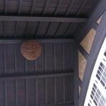 アサヒビール 大山崎山荘 - バルコニーの屋根裏には造り酒屋の杉玉が♪