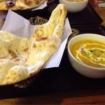 ミルミレ - ランチの野菜カレーとナン