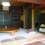 薪焼き石窯パン 岳人 - 古民家の店内
