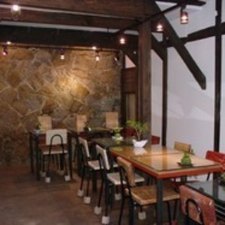 地下の大阪城のお堀のあるテーブル席がおすすめ♪