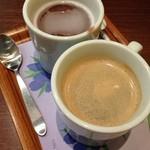 ナナズグリーンティー - ホットコーヒー(手前)とおしるこ