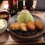 とんかつ処 勝裕 - 料理写真:ひれカツ・コロッケ膳【1000円】
