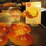 エストジュール - クリームパン(147円)人気第1位