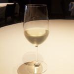 銀座 ハプスブルク・ファイルヒェン - カイザーシュプリッツァー(1200円・サ別) シュプリッツァー(白ワインとソーダ)にニワトコの花の香り