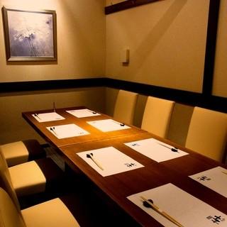 大人の大切なご宴会やご会合は落ち着いた雰囲気の個室で!