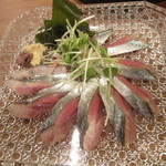 Sushi Dining 旬 - 秋刀魚の刺身@580円