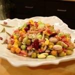焼酎ぎゃらりぃ さわ - 黒枝豆と鴨ハムの豆豆サラダ(日替わりおばんざいより)