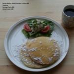 カリフォルニアダイナー - サンタモニカ サラダ/パンケーキコンボ ¥800(パンケーキ2枚、チキンサラダ、ジュース)