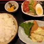 22189133 - (単品)白身フライ&サラダ