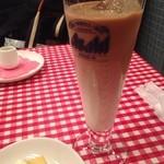 22190989 - カフェオレのグラスだけがちょっと残念(笑)+料金105円。