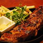 お肉とワイン 関内ビストロ ZIP - トロトロに柔らかいzip 一番人気のスペアリブ
