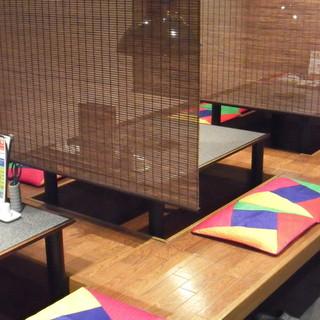 掘りごたつタイプの小上がりやゆったり広いテーブル席もございます!