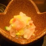 和酒bar uonoya - お通し(鮭とおろしの和え物)