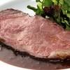 スープルヴァンヌフ - 料理写真:特製ローストビーフ 白ワインと玉ねぎのソース。食べ応えのあるローストビーフ。病み付きになります!