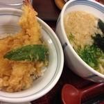 博多うどん はち屋 - ハーフ天丼セット(わかめうどん) ¥800