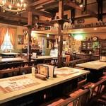 レストラン シアトル - 店内はアーリーアメリカン調の落ち着いた雰囲気