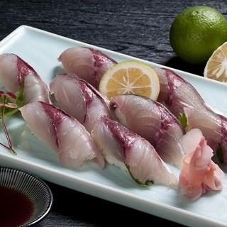 一日3回に分けて新鮮なお魚を仕入れています。