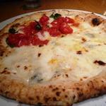 22198918 - DOCと4種のチーズのピザ~はちみつつき~